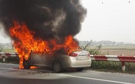 Xe Hyundai bốc cháy gây ùn tắc dài trên cao tốc Pháp Vân - Cầu Giẽ