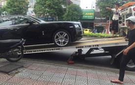 Hà Nội: Rolls-Royce Ghost thủng bình xăng nằm chờ cứu hộ