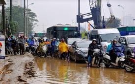 Hà Nội ùn tắc hơn 3 giờ trong mưa rét