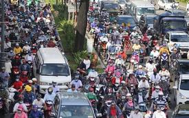 Người dân đổ về quê nghỉ lễ 2/9, giao thông Sài Gòn và Hà Nội kẹt cứng