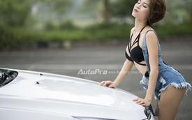 Người đẹp Việt khoe đường cong bên Chevrolet Cruze