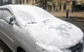Dùng lò sưởi, dội nước ấm cho ô tô trong tuyết
