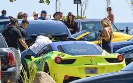 Tesla Model X của vợ chồng Adam Levine bị Ferrari 458 Italia húc đuôi