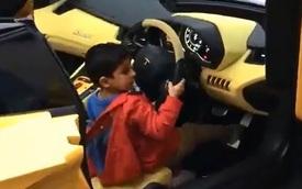 """Bé trai """"tuổi trẻ tài cao"""" nẹt pô siêu xe Lamborghini"""