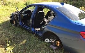 """BMW M5 bị kẻ trộm """"lột sạch"""" phụ tùng, nằm trơ trọi giữa đồng hoang"""