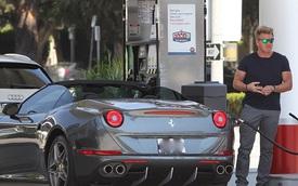 """""""Siêu đầu bếp"""" Gordon Ramsay lại mua thêm siêu xe Ferrari"""
