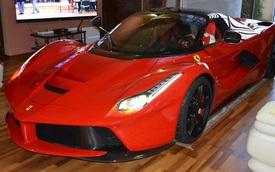 """""""Thánh cuồng"""" cất siêu xe Ferrari LaFerrari trong phòng khách"""