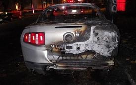 Ford Mustang bị thiêu rụi dưới tay người biểu tình phản đối Donald Trump