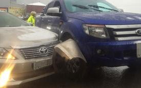Sapa: Chạy chậm, Ford Ranger vẫn va chạm với Toyota Camry