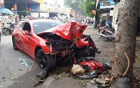 Sài Gòn: Hyundai Genesis Coupe đâm gốc cây, người lái nguy kịch