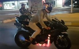 """Ống xả của siêu mô tô Kawasaki Ninja H2R nóng đỏ vì """"nẹt pô"""""""