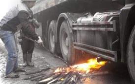 """Mẹo """"kinh dị"""" để làm nóng bình dầu ô tô khi trời lạnh của tài xế Việt"""