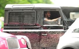 David Beckham lái Land Rover Defender 110 đầy bùn đất trong thành phố