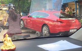 Đỗ sai quy định, Porsche Panamera hàng độc tại Quảng Ninh bị kéo đi