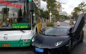 "Siêu xe Lamborghini Aventador va chạm với ""hung thần"" xe buýt"