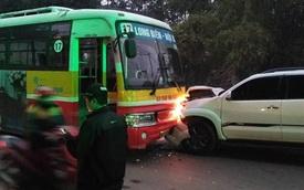 Hà Nội: Tai nạn liên hoàn khiến Toyota Fortuner đối đầu xe buýt, một cụ ông tử vong