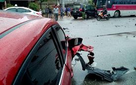 Quảng Ninh: Đối đầu Mazda3, Toyota Land Cruiser đâm vào xe khách