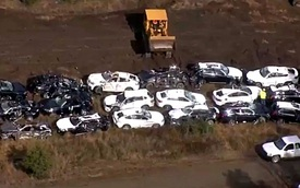 120 chiếc SUV hạng sang BMW bị bẹp dúm trong tai nạn tàu hỏa