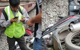 Hà Nội: Nam thanh niên lái xe máy bị tàu hỏa đâm, may mắn thoát chết