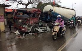 Hà Nội: Xe bồn bị ô tô tải đâm nát đầu trong đêm