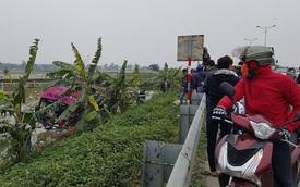 Hà Nam: Tránh xe máy, ô tô khách lật ngửa dưới ruộng