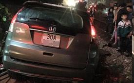 Hưng Yên: Tàu hỏa đâm nát Honda CR-V, nữ tài xế thoát chết