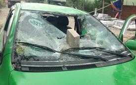 Taxi Mai Linh chở 2 đối tượng đi đánh nhau bị người dân đập nát