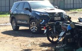SUV cỡ trung Toyota Fortuner 2016 bị bắt gặp trên đất Việt Nam