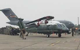 Ngắm trực thăng Marine One của Tổng thống Obama tại sân bay Nội Bài