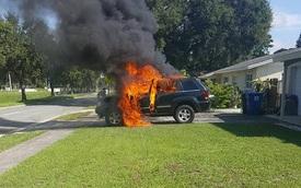 Jeep Grand Cherokee cháy rụi vì Samsung Galaxy Note 7 phát nổ