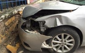 Hà Nội: Ô tô mất lái lao lên vỉa hè, 1 người nguy kịch