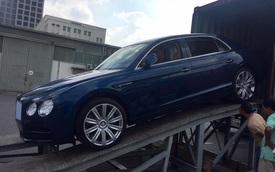 Bentley Flying Spur V8 màu lạ cập bến Việt Nam