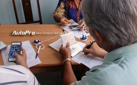 Người dân Sài Gòn nô nức đi làm thủ tục cấp giấy phép lái xe quốc tế