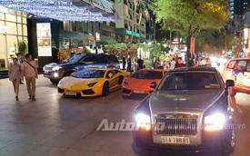 Dàn siêu xe của đại gia Sài thành tụ tập trước quán bar