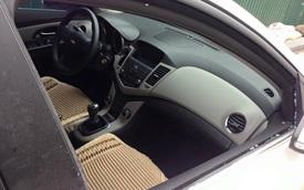 Hà Nội: Kẻ gian đập vỡ cửa kính Chevrolet Cruze, ăn trộm đồ