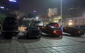 Loạt ô tô mới coóng được âm thầm vận chuyển đến triển lãm VMS trong đêm khuya