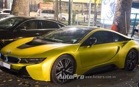 BMW i8 biển tứ quý Hà thành đổi màu sang vàng chanh độc đáo