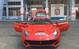 Siêu xe Ferrari F12 Berlinetta lận đận nhất Việt Nam được cho ra biển trắng