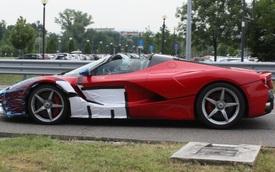 """""""Tóm gọn"""" 3 chiếc siêu xe Ferrari LaFerrari mui trần lần đầu lăn bánh trên phố"""