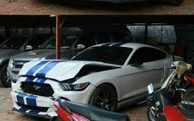 """Ford Mustang 2015 """"màu độc"""" gặp nạn tại Sài thành"""