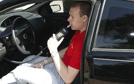 Công an Hà Nội đề nghị gắn máy đo nồng độ cồn trong ô tô