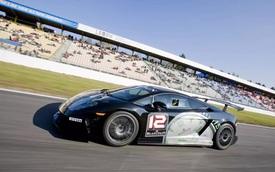 Hai người Việt may mắn có cơ hội ngồi thử siêu xe đua Lamborghini Super Trofeo