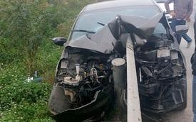Quảng Ninh: Kia K3 tông trực diện vào dải ta-luy, đầu xe biến dạng nặng