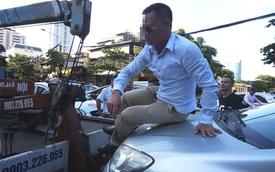 Tài xế ngồi trên nóc capo cố thủ cảnh sát bị phạt 17 triệu đồng