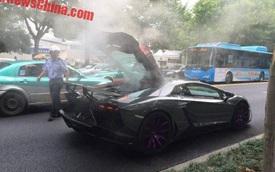 """Lamborghini Aventador độ Mansory bốc khói như """"quạt chả"""" trên phố"""