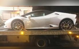 """Bị giam giữ siêu xe Lamborghini Huracan mui trần vì mải """"chúi mặt vào smartphone"""""""