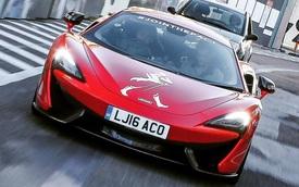 Tay đua F1 Stoffel Vandoorne xuất hiện trên phố cùng McLaren 570S
