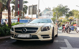 Bắt gặp hàng hiếm Mercedes SL400 AMG 2015 trên phố Sài thành