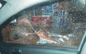 Tài xế taxi bị ném đá trên cao tốc 2.200 tỷ Đồng