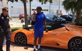 Đỗ Lamborghini Huracan trong bóng râm, tiền đạo Chelsea bị tịch thu xe